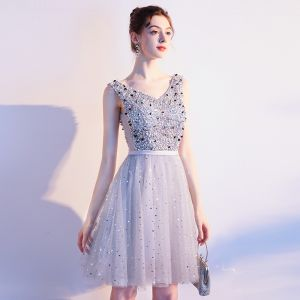 Sparkly Grey Cocktail Dresses 2019 A-Line / Princess V-Neck Sleeveless Sash Sequins Beading Glitter Tulle Short Ruffle Backless Formal Dresses