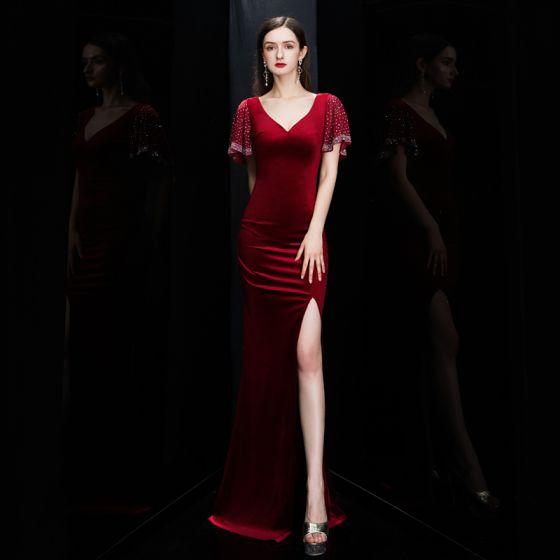 Niedrogie Burgund Zamszowe Sukienki Wieczorowe 2020 Syrena / Rozkloszowane Głęboki V-Szyja Kótkie Rękawy Podział Przodu Długie Wzburzyć Bez Pleców Sukienki Wizytowe