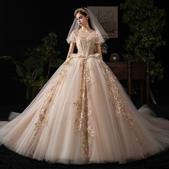 Lyx Viktoriansk Stil Vintage Champagne Bröllopsklänningar 2019 Balklänning Urringning Beading Spets Blomma Korta ärm Halterneck Royal Train