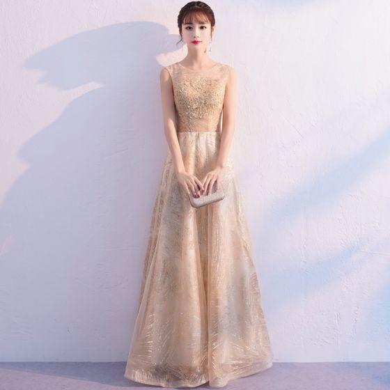 Schöne Gold Abendkleider 2019 A Linie Rundhalsausschnitt Ärmellos Glanz Tülle Applikationen Spitze Lange Rüschen Festliche Kleider