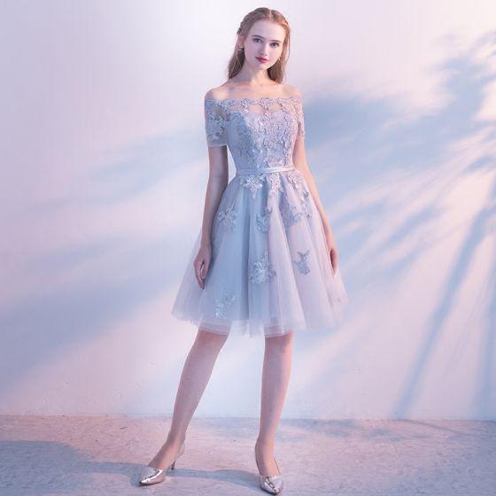 Chic / Beautiful Grey Graduation Dresses 2019 A-Line / Princess Off-The-Shoulder Lace Flower Sash Short Sleeve Backless Knee-Length Formal Dresses