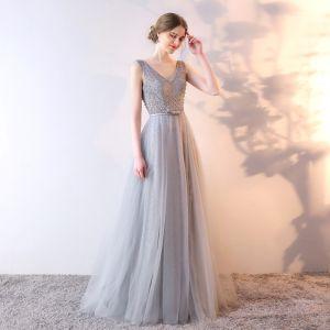 Chic / Belle Argenté Robe De Soirée 2017 Princesse En Dentelle Fleur Perlage V-Cou Dos Nu Sans Manches Longue Robe De Ceremonie