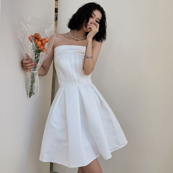 Modest / Simple White Homecoming Graduation Dresses 2020 A-Line / Princess Strapless Sleeveless Short Ruffle Backless Formal Dresses