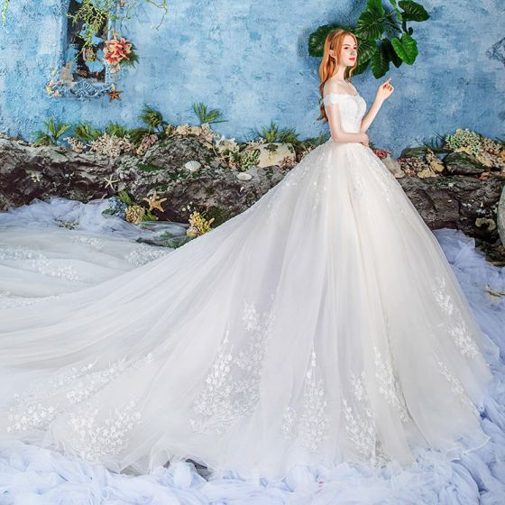 Elegant Ivory Wedding Dresses 2019 Ball Gown Off-The-Shoulder Short Sleeve Backless Appliques Lace Cathedral Train Ruffle