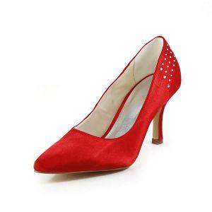 Eenvoudige Rode Formele Schoenen Satijnen Stiletto Pumps Met Strass