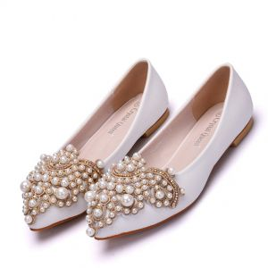Chic / Beautiful White Casual Womens Shoes 2018 Pearl Rhinestone Pointed Toe Flat