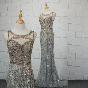 Luksusowe Srebrny Wykonany Ręcznie Frezowanie Sukienki Wieczorowe 2019 Syrena / Rozkloszowane Kryształ Cekiny Rhinestone Kutas Wycięciem Bez Rękawów Trenem Sweep Sukienki Wizytowe