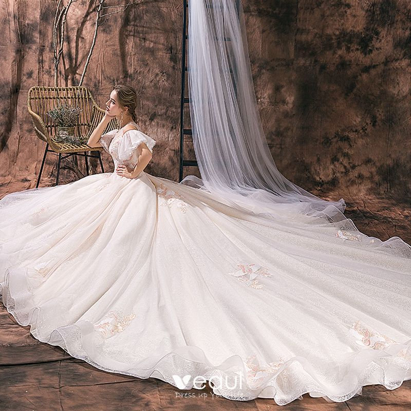 Elegant Champagne Wedding Dresses 2019 Ball Gown Scoop Neck Lace Flower Short Sleeve Backless Royal Train