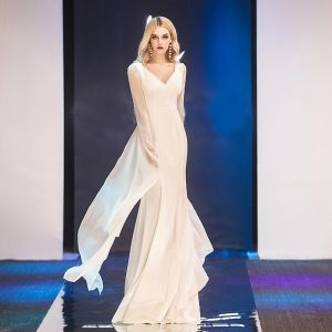 Modern / Fashion Ivory Chiffon Evening Dresses  2019 Trumpet / Mermaid V-Neck Long Sleeve Floor-Length / Long Ruffle Backless Formal Dresses