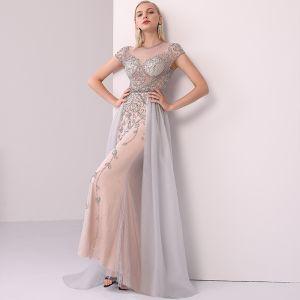 High End Champagner Grau Abendkleider 2020 A Linie Rundhalsausschnitt Handgefertigt Perlenstickerei Kristall Strass Kurze Ärmel Lange Festliche Kleider