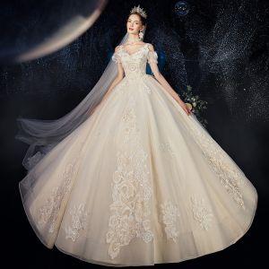 Luxe Champagne Robe De Mariée 2020 Princesse Encolure Carrée En Dentelle Fleur Appliques Faux Diamant Perle Sans Manches Dos Nu Royal Train