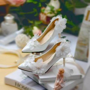 Chic / Beautiful White Wedding Shoes 2018 Handmade  Flower Rhinestone 9 cm Stiletto Heels Pointed Toe Wedding Pumps