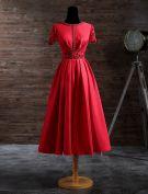Elegantes Abendkleider 2017 Das Schaufelausschnitt Spitze Schärpe Und Hülsen Rotes Satin Tee-länge Kleid Bördelt