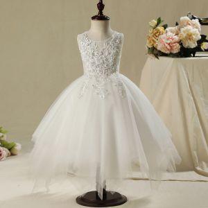 Schöne Kirche Kleider Für Hochzeit 2017 Mädchenkleider Weiß Asymmetrisch Ballkleid Fallende Rüsche Rundhalsausschnitt Ärmellos Perle Applikationen Blumen