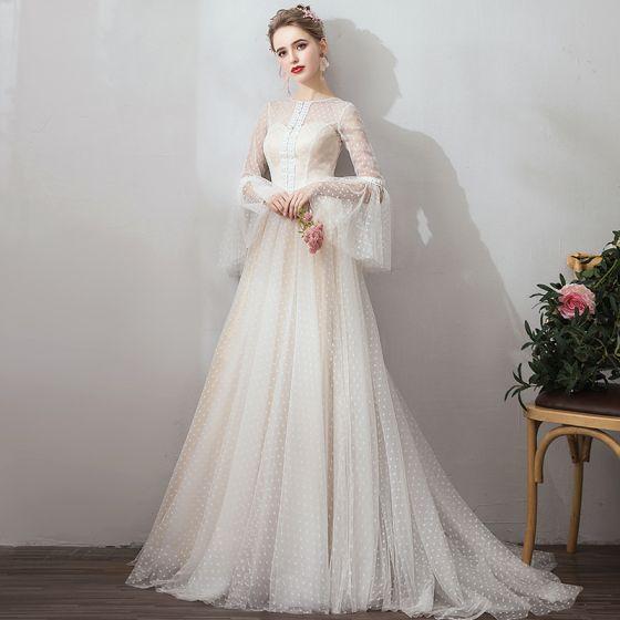 Prisvärd Champagne Trädgård / Utomhus Bröllopsklänningar 2019 Prinsessa Genomskinliga Fyrkantig Ringning Bell ärmar Halterneck Prickig Tyll Svep Tåg Ruffle