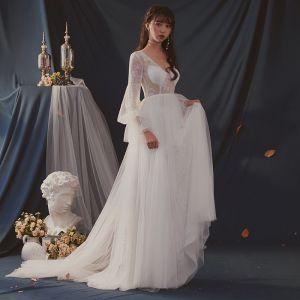 Edles Ivory / Creme Durchsichtige Brautkleider / Hochzeitskleider 2019 A Linie V-Ausschnitt Lange Ärmel Rückenfreies Sweep / Pinsel Zug Rüschen