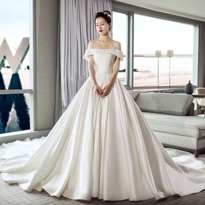 Modest / Simple Ivory Wedding Dresses 2019 A-Line / Princess Off-The-Shoulder Short Sleeve Backless Cathedral Train Ruffle