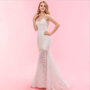 Luxus / Herrlich Ivory / Creme Hof-Schleppe Hochzeit 2018 Mermaid Spitze V-Ausschnitt Schnüren Applikationen Rückenfreies Perlenstickerei Durchbohrt Brautkleider