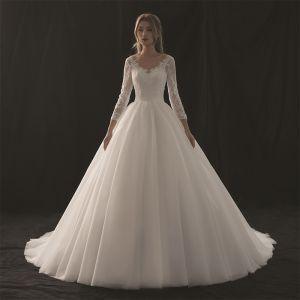 Modest / Simple Ivory Wedding Dresses 2018 A-Line / Princess V-Neck 3/4 Sleeve Appliques Pierced Lace Chapel Train Ruffle