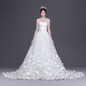 Chic / Beautiful White Wedding Dresses A-Line / Princess 2017 Court Train Sweetheart Sleeveless Backless Appliques Lace Flower Sash