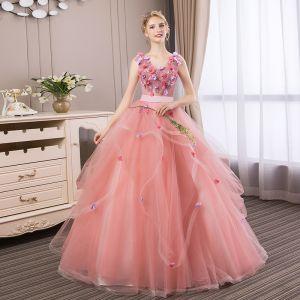 Abordable Rose Bonbon Robe De Bal 2018 Robe Boule En Dentelle Fleur Appliques Perle Faux Diamant Volants en Cascade V-Cou Dos Nu Sans Manches Longue Robe De Ceremonie
