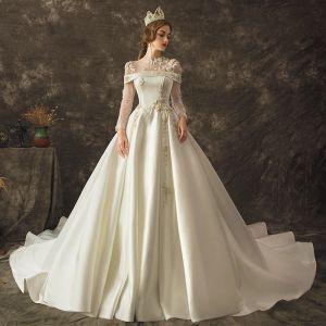 Vintage Ivory / Creme Durchsichtige Brautkleider / Hochzeitskleider 2019 A Linie Rundhalsausschnitt Lange Ärmel Perlenstickerei Kapelle-Schleppe Rüschen