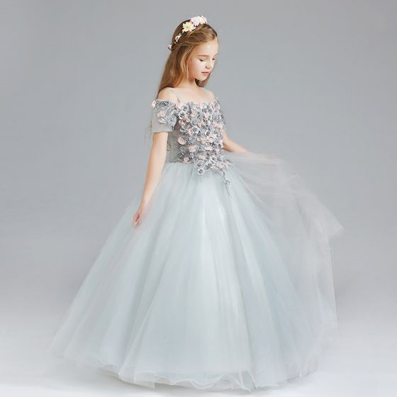 Schöne Grau Blumenmädchenkleider 2017 Ballkleid Off Shoulder Kurze Ärmel Applikationen Blumen Lange Rüschen Kleider Für Hochzeit