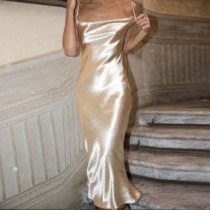 Eleganta Holiday Guld Satin Sommar Maxiklänningar 2020 Spaghettiband Ärmlös Halterneck Te-längd