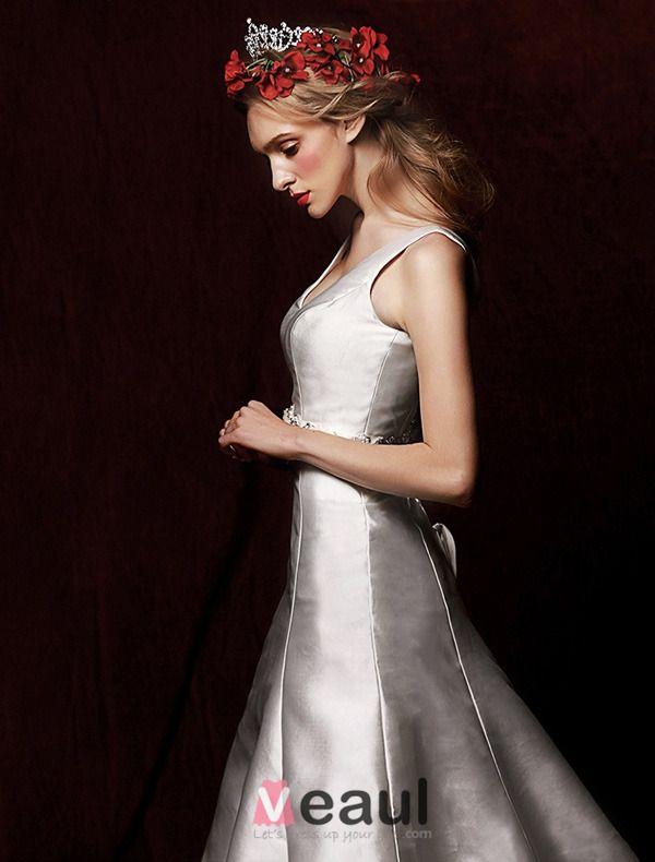 2015 Vintage A-line Shoulders Deep V-neck Satin Wedding Dress