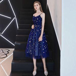 Moderne / Mode Bleu Marine de retour Robe De Graduation 2018 Princesse Paillettes Étoile Bretelles Spaghetti Sans Manches Dos Nu Mi-Longues Robe De Ceremonie