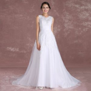 Elegant White Wedding Dresses 2018 A-Line / Princess Scoop Neck Sleeveless Appliques Lace Sash Detachable Court Train