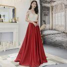 Moderne / Mode Bordeaux Robe De Soirée 2019 Princesse Perlage Faux Diamant V-Cou Dos Nu Sans Manches Train De Balayage Robe De Ceremonie