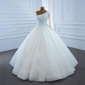 Luxe Blanche La Mariée Robe De Mariée 2020 Robe Boule Une épaule Manches Longues Dos Nu Fait main Perlage Perle Longue Volants