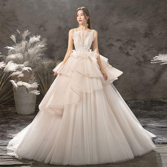 Mode Champagner Brautkleider / Hochzeitskleider 2019 A Linie V-Ausschnitt Ärmellos Rückenfreies Glanz Tülle Perlenstickerei Hof-Schleppe Rüschen