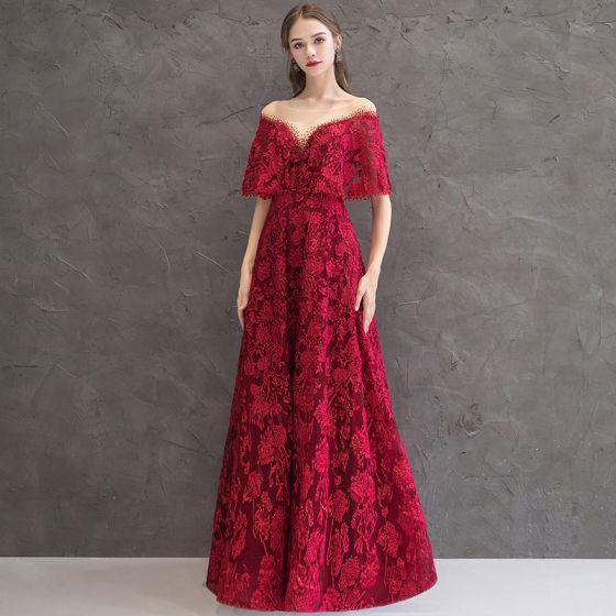 Bäst Burgundy Genomskinliga Aftonklänningar 2019 Prinsessa Urringning Korta ärm Appliqués Spets Rhinestone Långa Halterneck Formella Klänningar