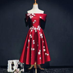 Piękne Czerwone Sukienki Na Studniówke 2017 Princessa Charmeuse Bez Ramiączek Bez Pleców Haftowane Homecoming Sukienki Wizytowe