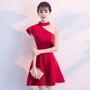 Chic / Beautiful Red Homecoming Graduation Dresses 2018 A-Line / Princess Halter Strapless Sleeveless Short Ruffle Formal Dresses