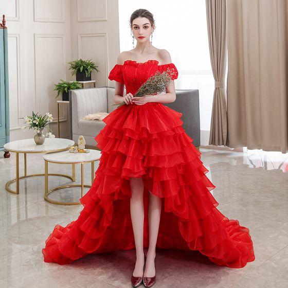 Niedrogie Czerwone ślubna Suknie Ślubne 2020 Suknia Balowa Przy Ramieniu Bufiasta Kótkie Rękawy Bez Pleców Frezowanie Asymetryczny Kaskadowe Falbany