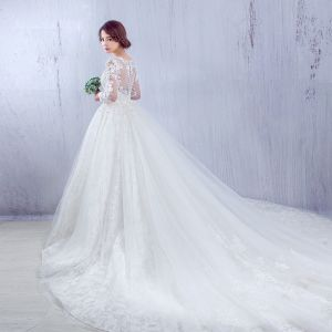 Chic / Belle Église Robe De Mariée 2017 Blanche Princesse Cathedral Train Volants en Cascade Encolure Dégagée Manches Longues Dos Nu Dentelle Appliques Fleur Perle Faux Diamant
