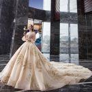 Étourdissant Champagne Robe De Mariée 2019 Princesse De l'épaule Gonflée 3/4 Manches Dos Nu Perlage Glitter Tulle Royal Train Volants