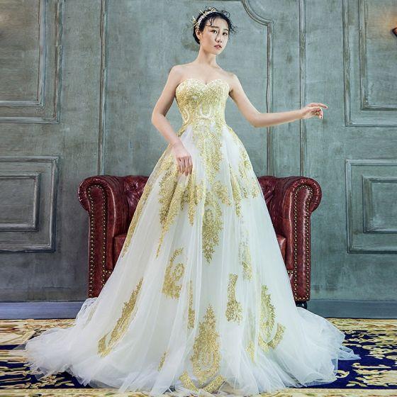 Lyx Prinsessa Bröllopsklänningar 2017 Älskling Ärmlös Vita Organza Guld Spets Halterneck Ruffle Domstol Tåg