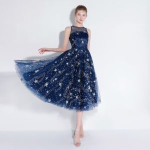 Sparkly Navy Blue Homecoming Evening Dresses  2018 A-Line / Princess Tea-length Glitter Star Scoop Neck See-through Sleeveless Formal Dresses