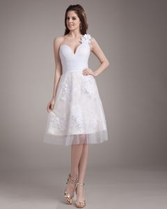 Applique Elegante Herisse Un Genou Longueur Satin Mini Robe De Mariage De Fil De L'epaule