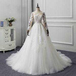 Illusion Ivory / Creme Durchsichtige Brautkleider / Hochzeitskleider 2019 A Linie Rundhalsausschnitt Lange Ärmel Applikationen Spitze Kapelle-Schleppe Rüschen
