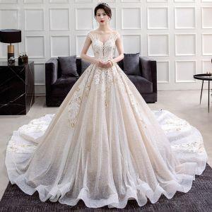 Lyx Champagne Bröllopsklänningar 2018 Balklänning Urringning Ärmlös Halterneck Appliqués Spets Glittriga / Glitter Tyll Ruffle Cathedral Train