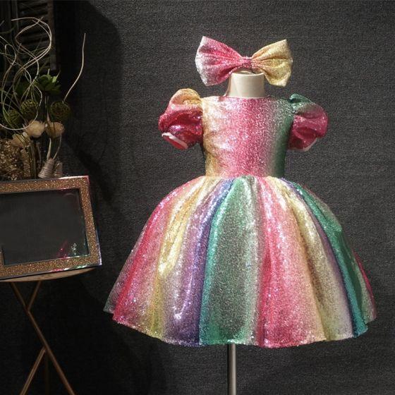Arco iris Multi-Colors Lentejuelas Cumpleaños Vestidos para niñas 2020 Ball Gown Scoop Escote Hinchado Manga Corta Cortos Ruffle Vestidos para bodas