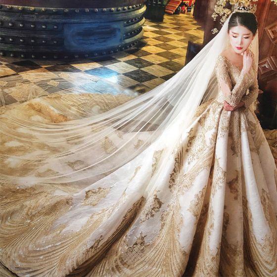 Lyx Champagne Genomskinliga Bröllopsklänningar 2019 Prinsessa Urringning Korta ärm Halterneck Appliqués Spets Beading Cathedral Train Ruffle