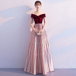 Chic / Beautiful Burgundy Evening Dresses  2019 A-Line / Princess Off-The-Shoulder Suede Short Sleeve Backless Striped Floor-Length / Long Formal Dresses