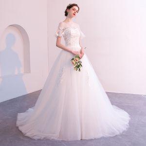 Abordable Blanche Robe De Mariée 2018 Princesse En Dentelle Fleur Encolure Dégagée Dos Nu Manches Courtes Chapel Train Mariage
