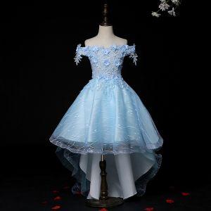 Hohes Niedriges Blau Durchsichtige Geburtstag Blumenmädchenkleider 2020 Ballkleid Off Shoulder Kurze Ärmel Applikationen Blumen Spitze Strass Asymmetrisch Rüschen